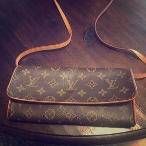 Louis Vuitton Pochette Twin
